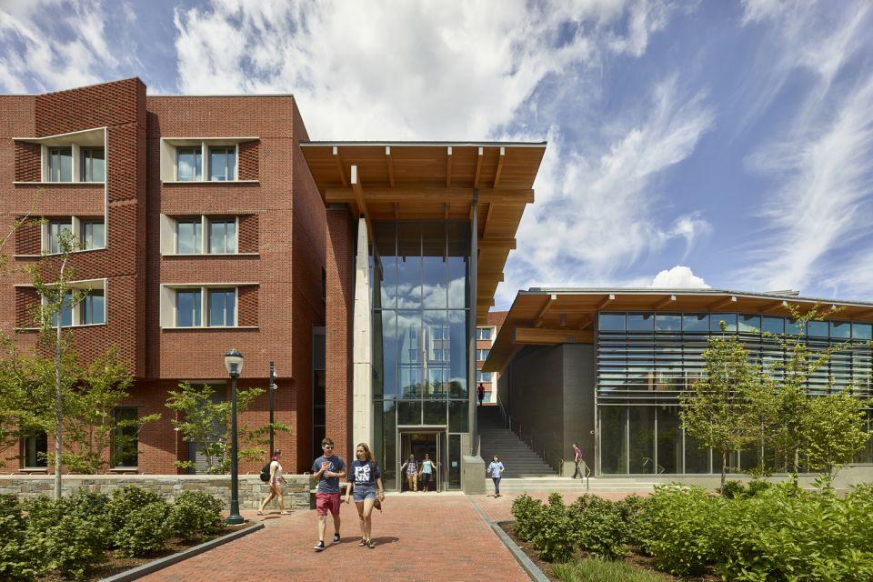 Lauder College House © Jeffrey Totaro