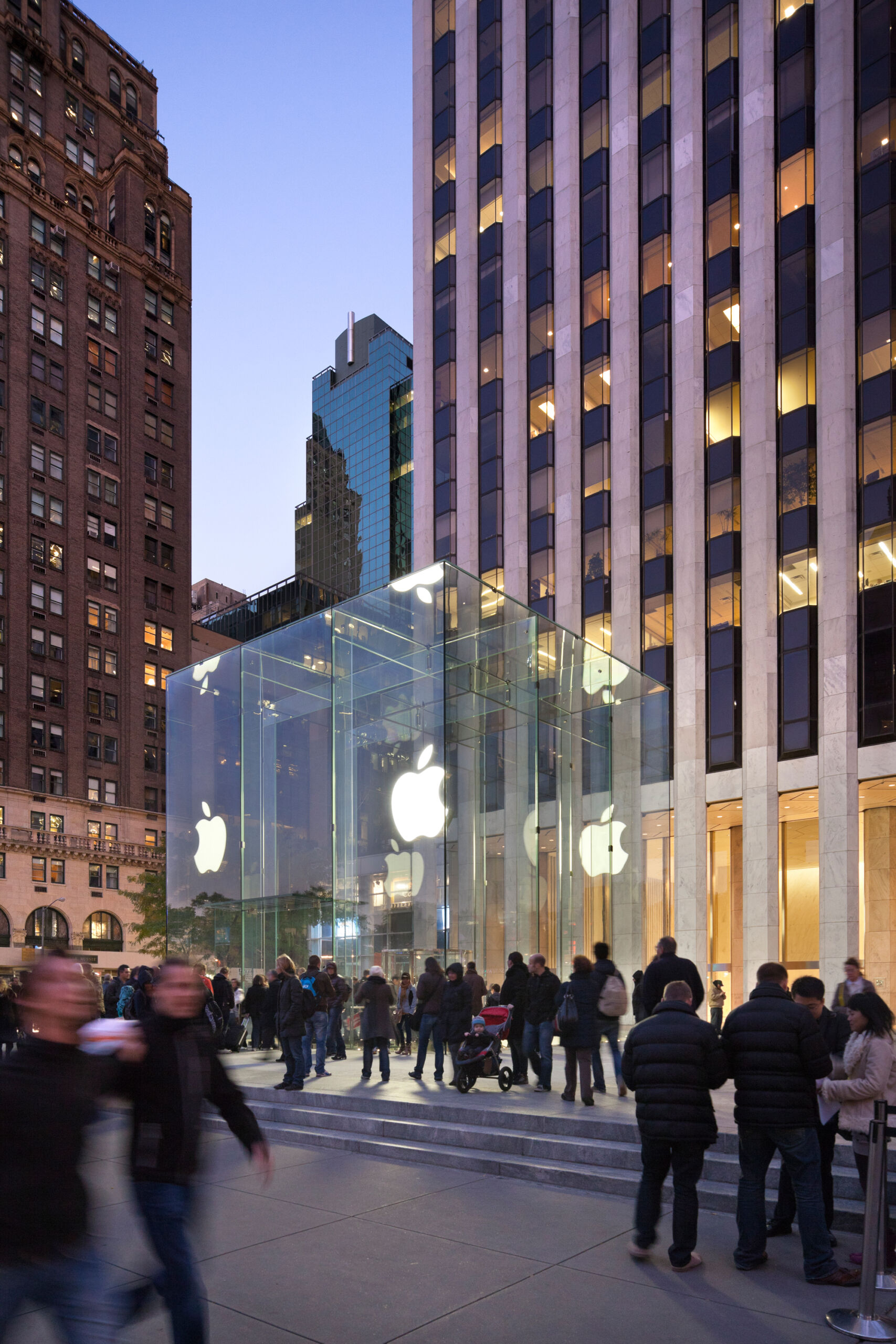 Apple Fifth Ave © Peter Aaron