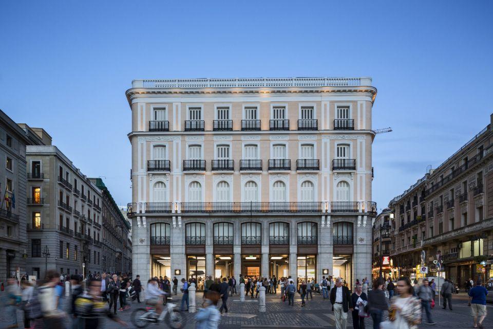 Apple Store Madrid, Puerta Del Sol © Peter Aaron